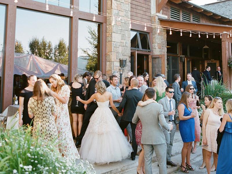 Trajes de casamento convidados na festa