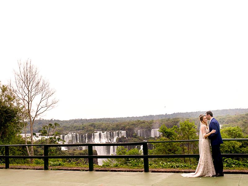 Casamento ao ar livre de Ana e Tassir com vista para as cataratas