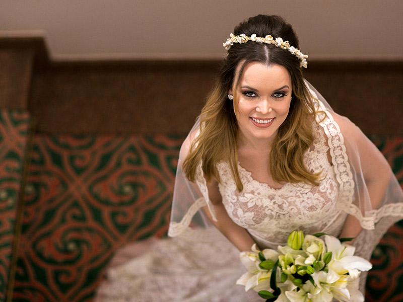 Casamento ao ar livre noiva posando para foto