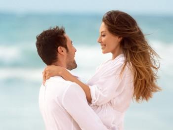 Casamento-em-Trancoso-casal-na-areia-da-praia-350x263.jpg