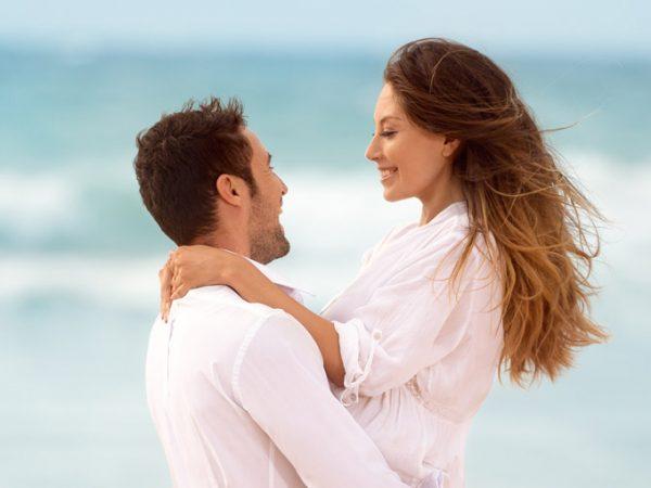 Casamento em Trancoso casal na areia da praia