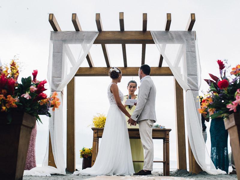Casamento real Bruna e Filipe casal no altar