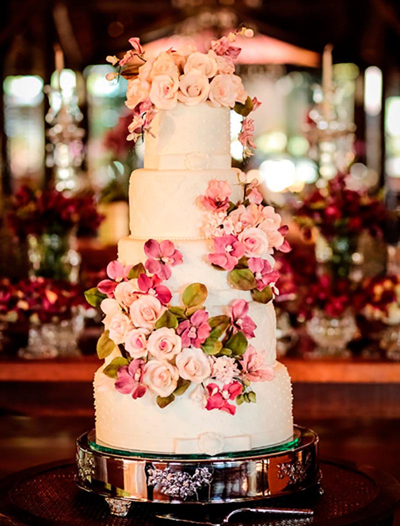bolo de casamento romântico para casamento no campo