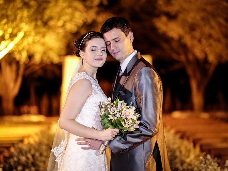Casamento real Bruna e Thiago noivos juntos no final da cerimônia