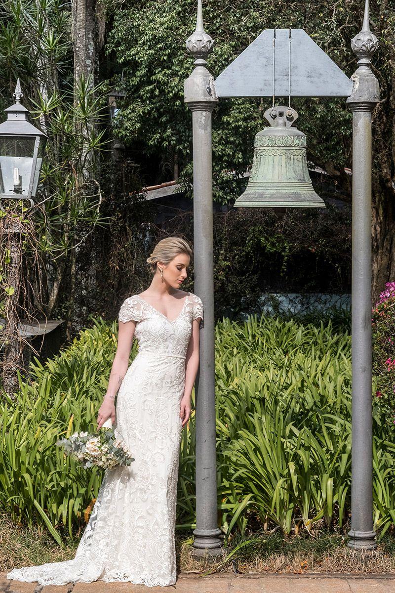 Vestido de noiva com manga e transparência da estilista Karen Rodrigues