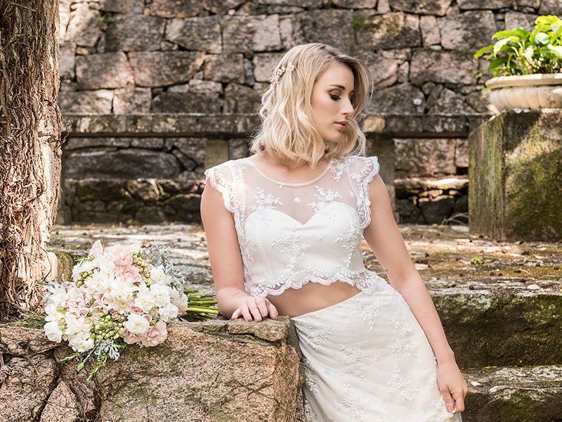 Vestido de noiva para casamento no campo com cropped