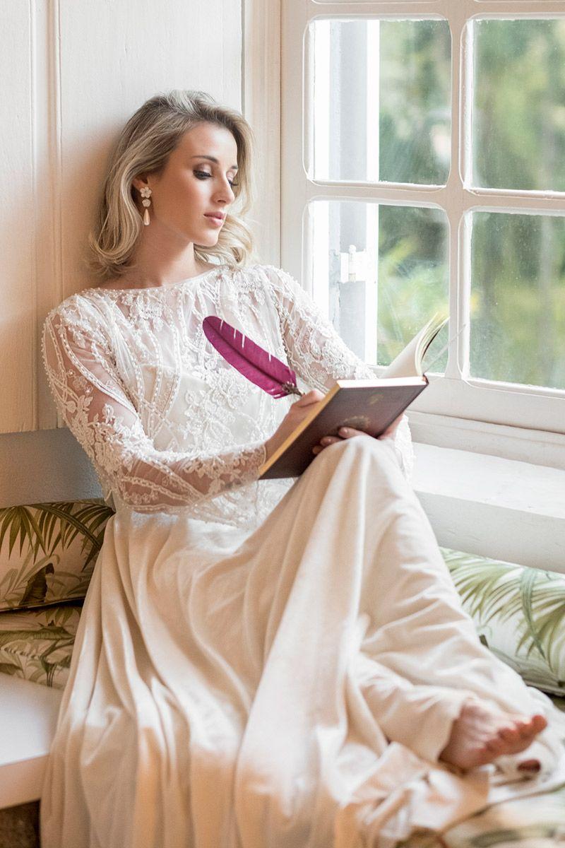 Vestido de noiva mangas compridas com transparência e renda