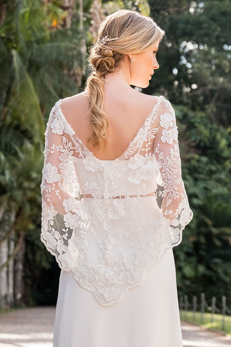 Vestido de noiva modelo de costas com top cropped e transparência com decote v