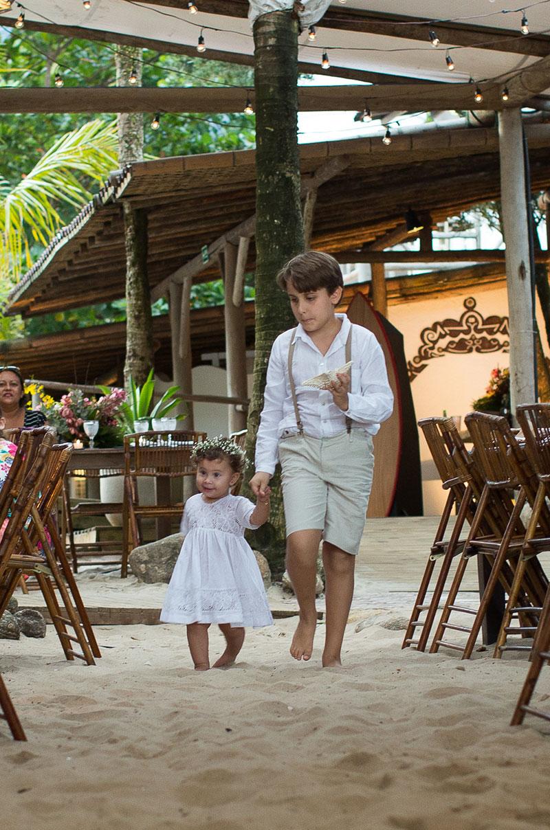casamento na praia filhos noivos