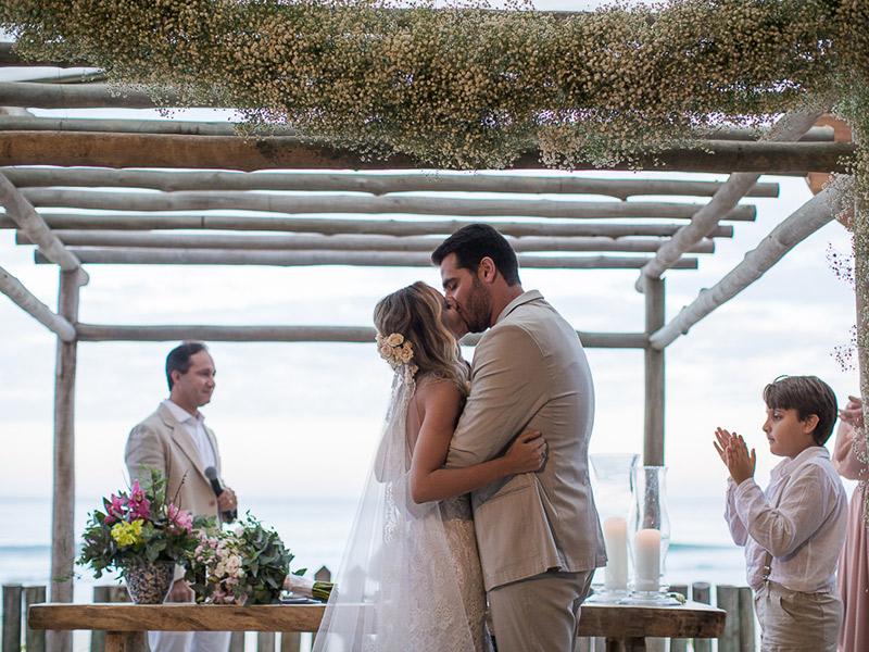 casamento na praia noivos