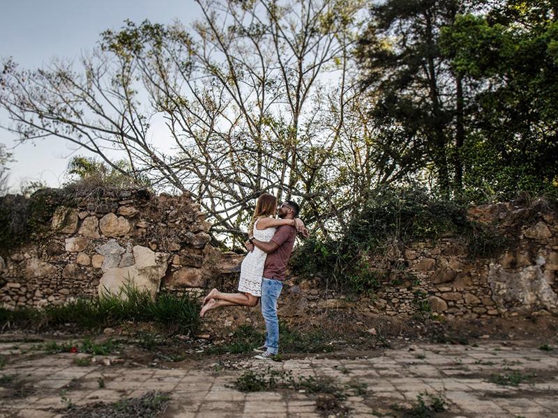 Casamento DIY Tafate e Wellington em cenário de ruínas