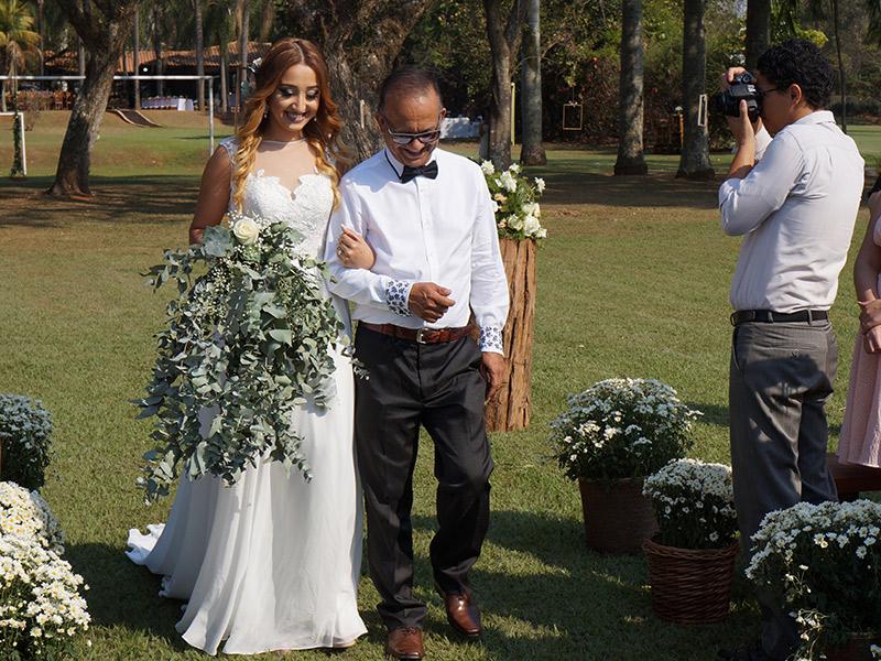 Casamento DIY entrada da noiva