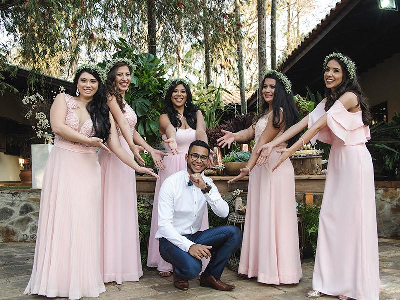 Casamento DIY noivo com madrinhas