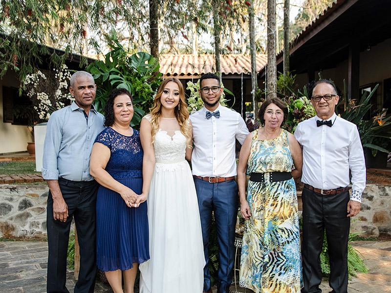 Casamento DIY noivos com família
