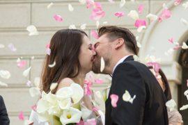 Cerimônia de casamento noivos com rosas