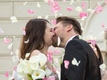 Cerimonia-de-casamento-noivos-com-rosas-350x263.jpg