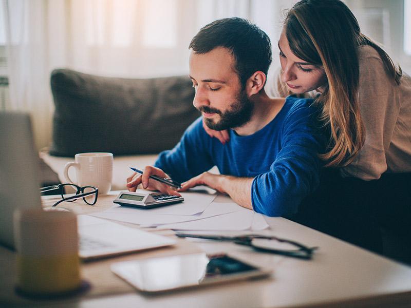 Finanças do casamento como comprar o presente sem se endividar