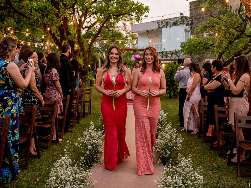 Mini Wedding Natasha e Stefano madrinhas indo para o altar