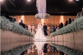 Vestido de noiva casamento Gabriela e Caio altar