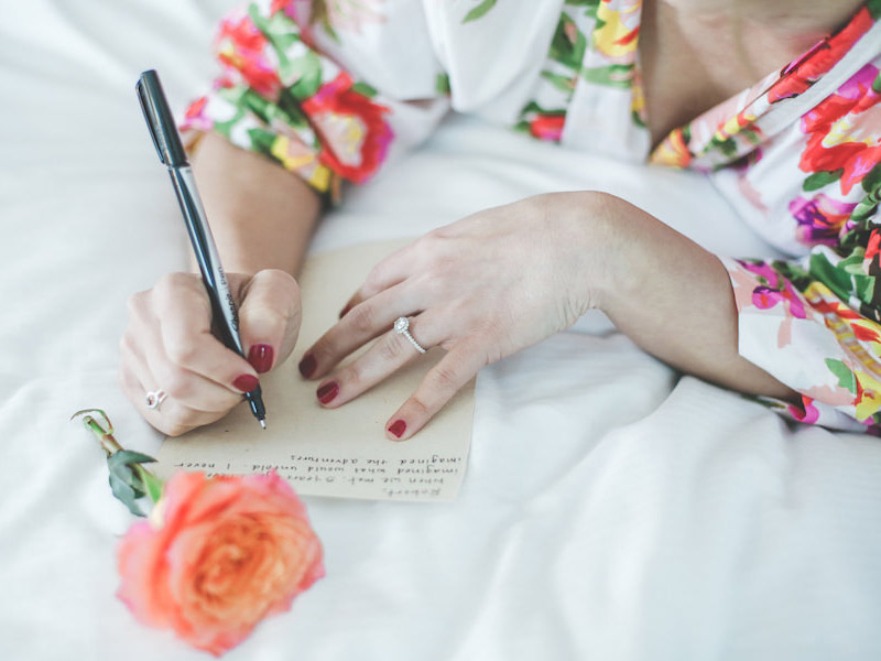Votos de casamento noiva escrevendo