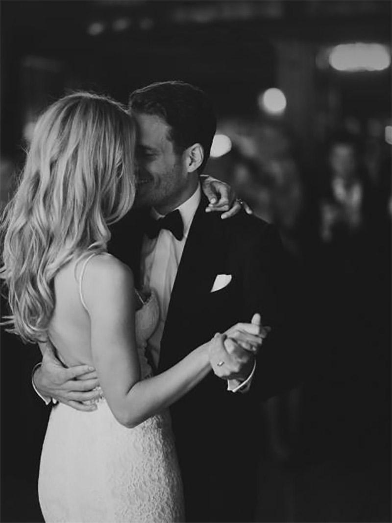 Música para casamento casal dançando