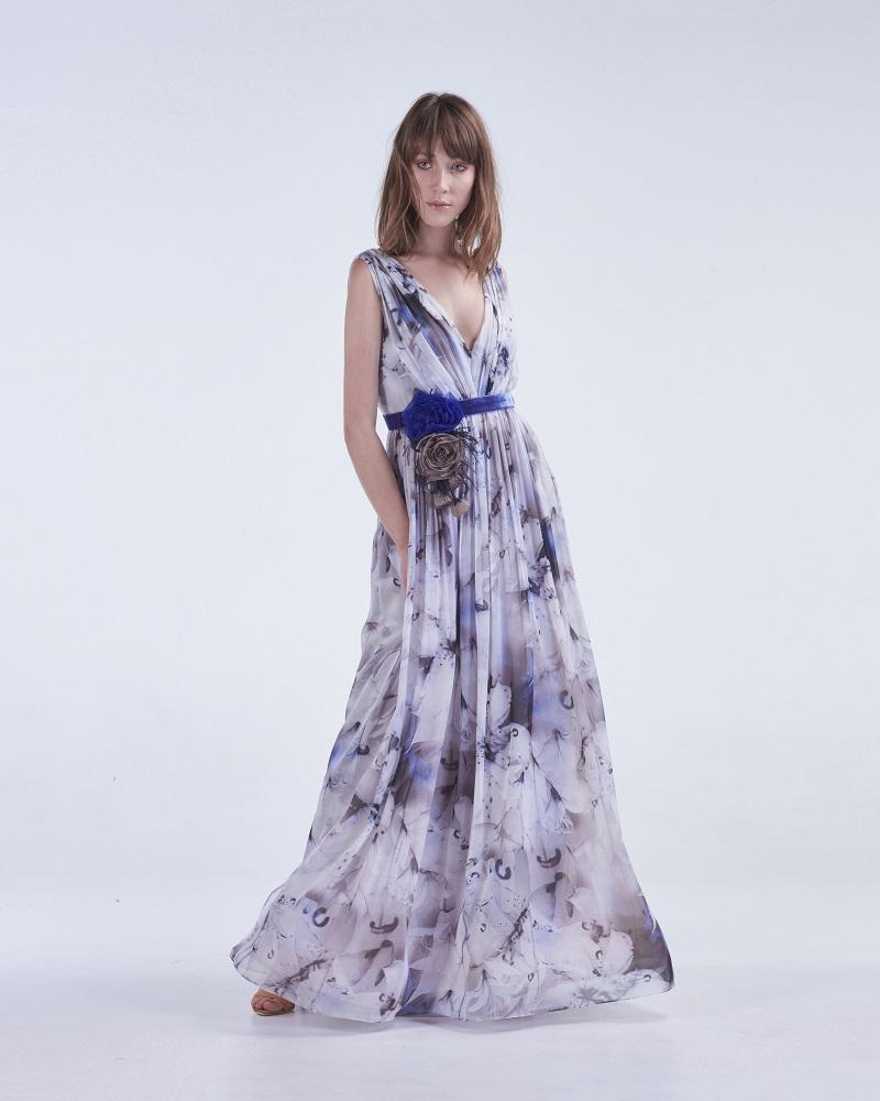 mulher-com-vestidos-para-casamento-floral-azul