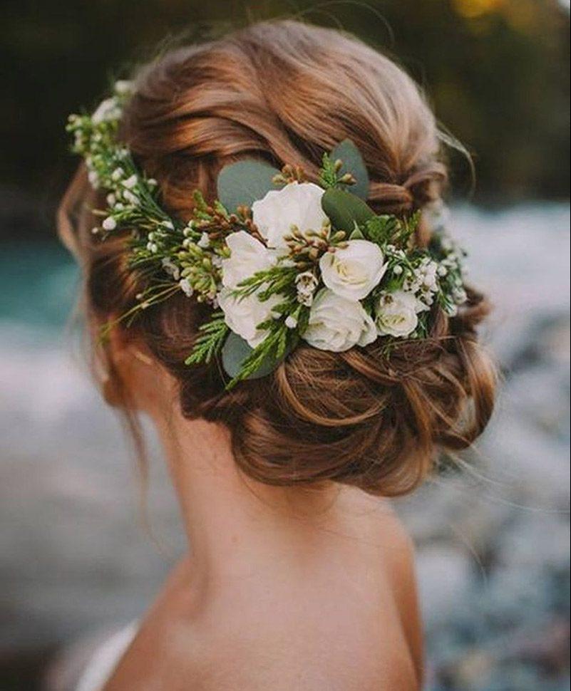 Penteado para noiva tranças com flores