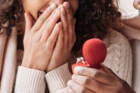 Alianças de noivado podem ser as mesmas do casamento?