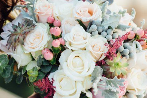 Buquê de noiva artificial que parece real: é possível e ecológico