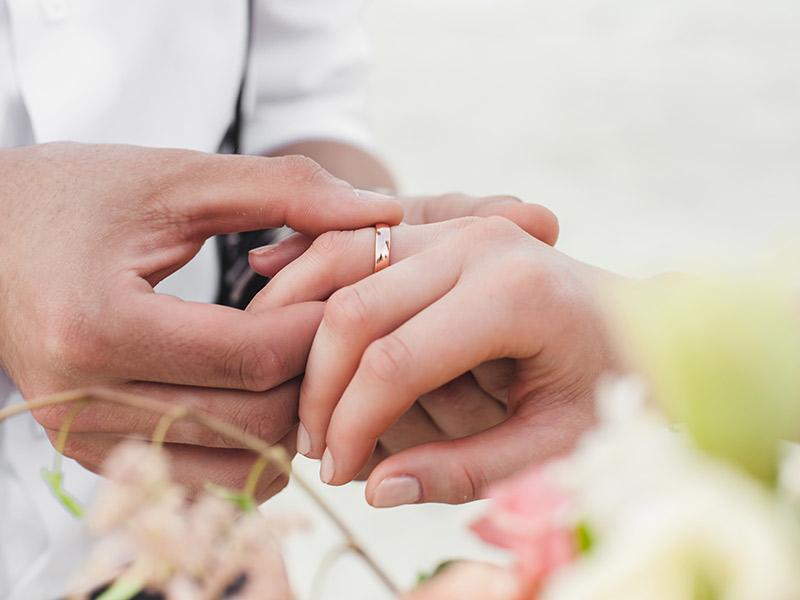 9ae913a7bdc Aliança de casamento pode ser a mesma do casamento modelos aparador