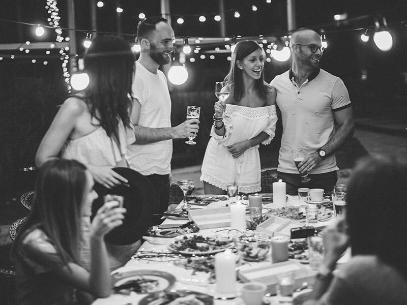 Como organizar o noivado local e quantos convidados