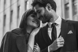 Casal apaixonado durante renovação de votos de casamento