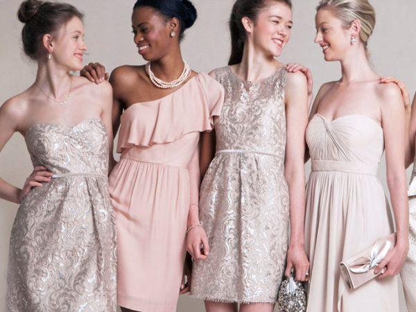 convidadas-e-madrinhas-usam-vestido-de-festa-curto-em-cores-pasteis