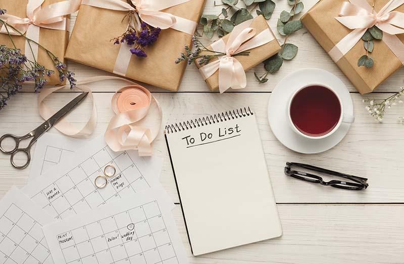 checklist casamento, com caixa de presentes, calendário