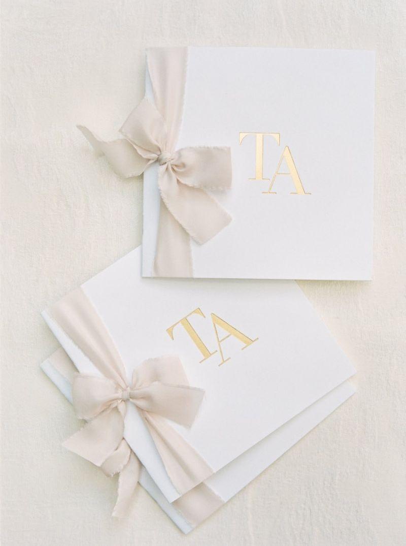 Convites com iniciais do casal