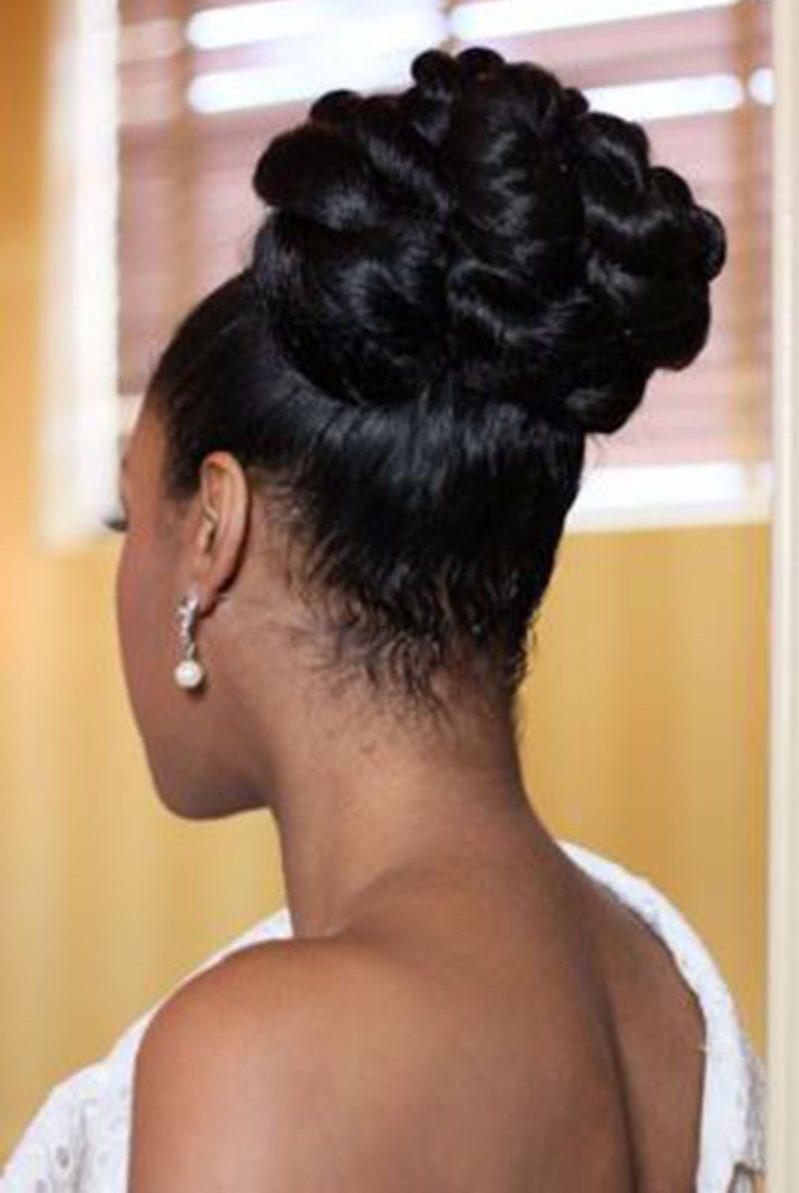 penteados-para-mãe-de-noiva- coque mulher negra