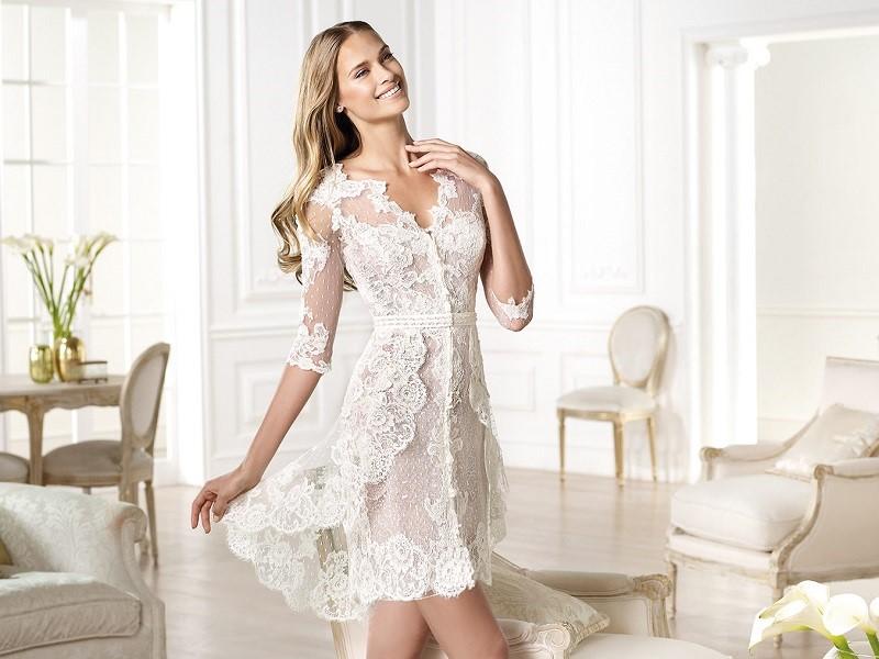 mulher-com-vestido-de-noiva-curto-com-renda