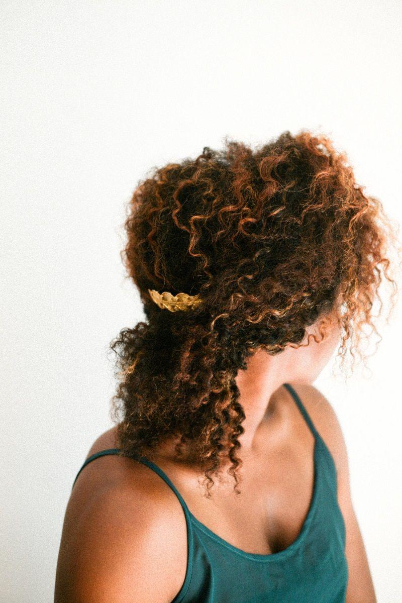 penteados-para-casamento-para-cabelo-cacheado-irrelephant