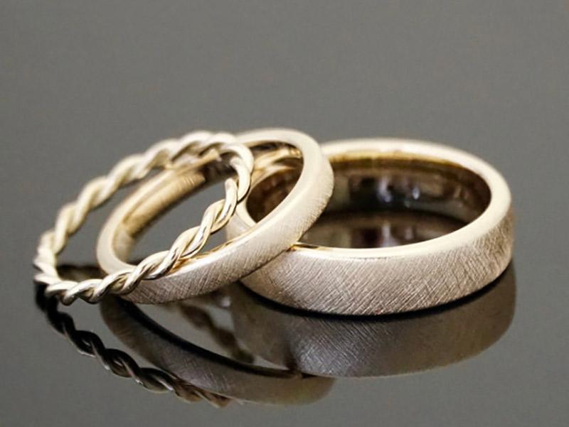 Alianças de casamento de ouro amarelo, branco ou rosé  e3f6a5af47