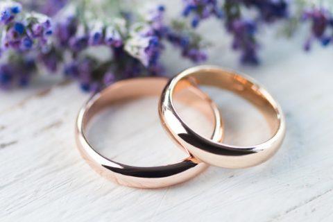 Alianças de casamento de ouro amarelo, branco ou rosé?