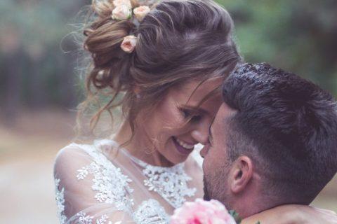 Vestido de noiva simples: 20 modelos minimalistas para amar!