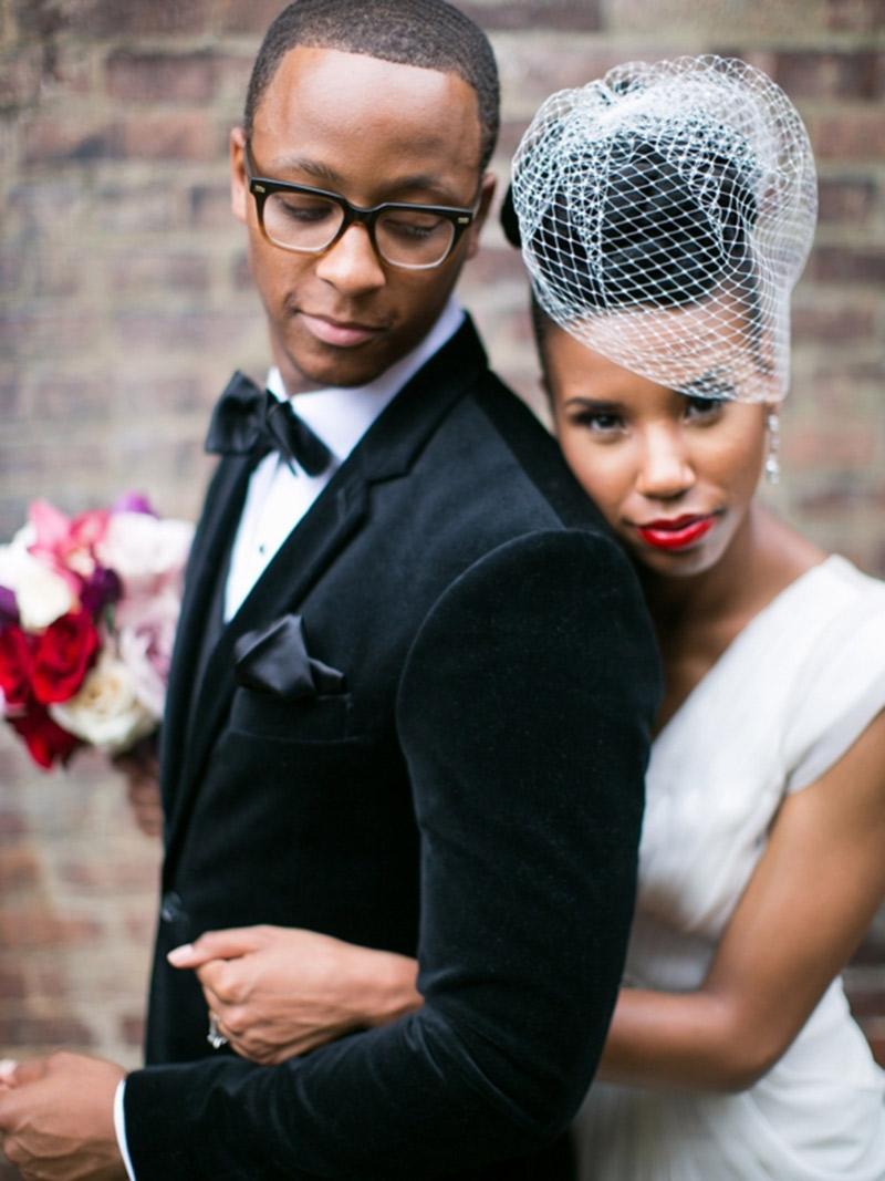 Maquiagem para noivas negras: noiva e noivo no dia do casamento