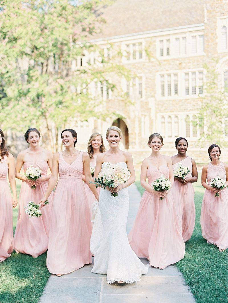 6709e19a2 20 modelos de vestidos de madrinha rosa para arrasar no altar