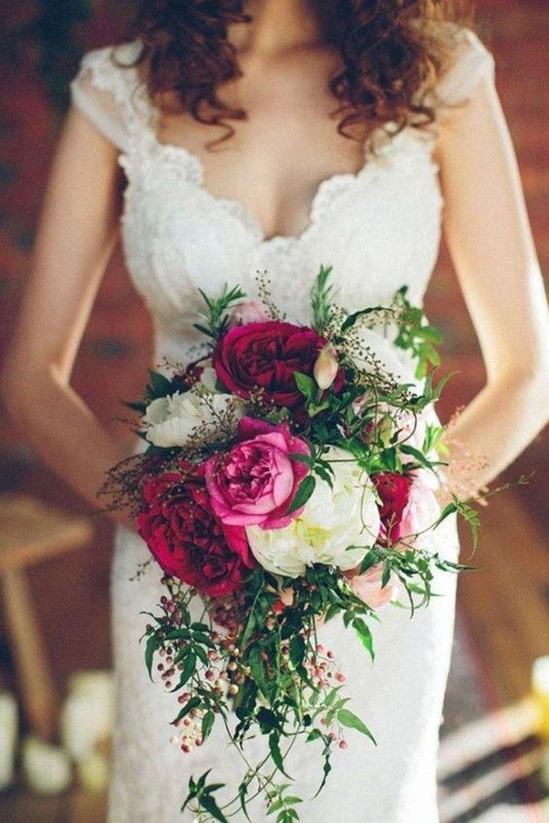 Exemplo de buquê de noiva natural vermelho e branco