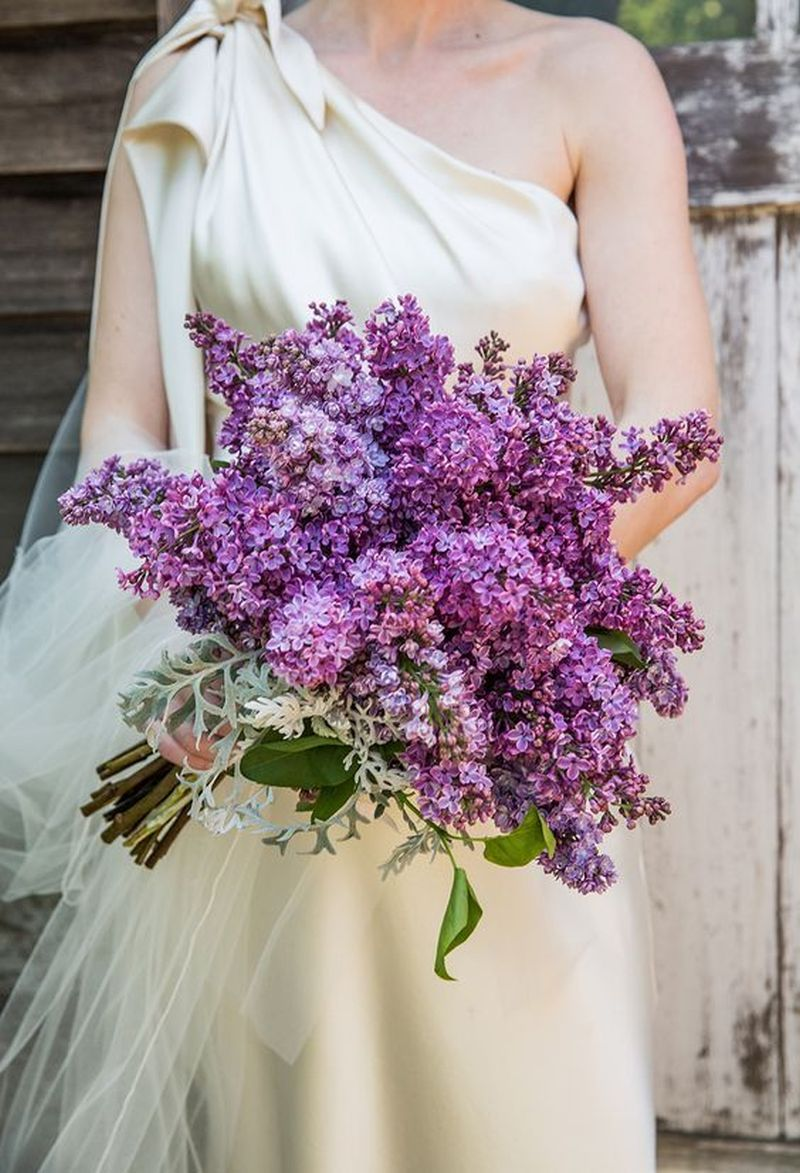 Exemplo de buquê de noiva natural lilás