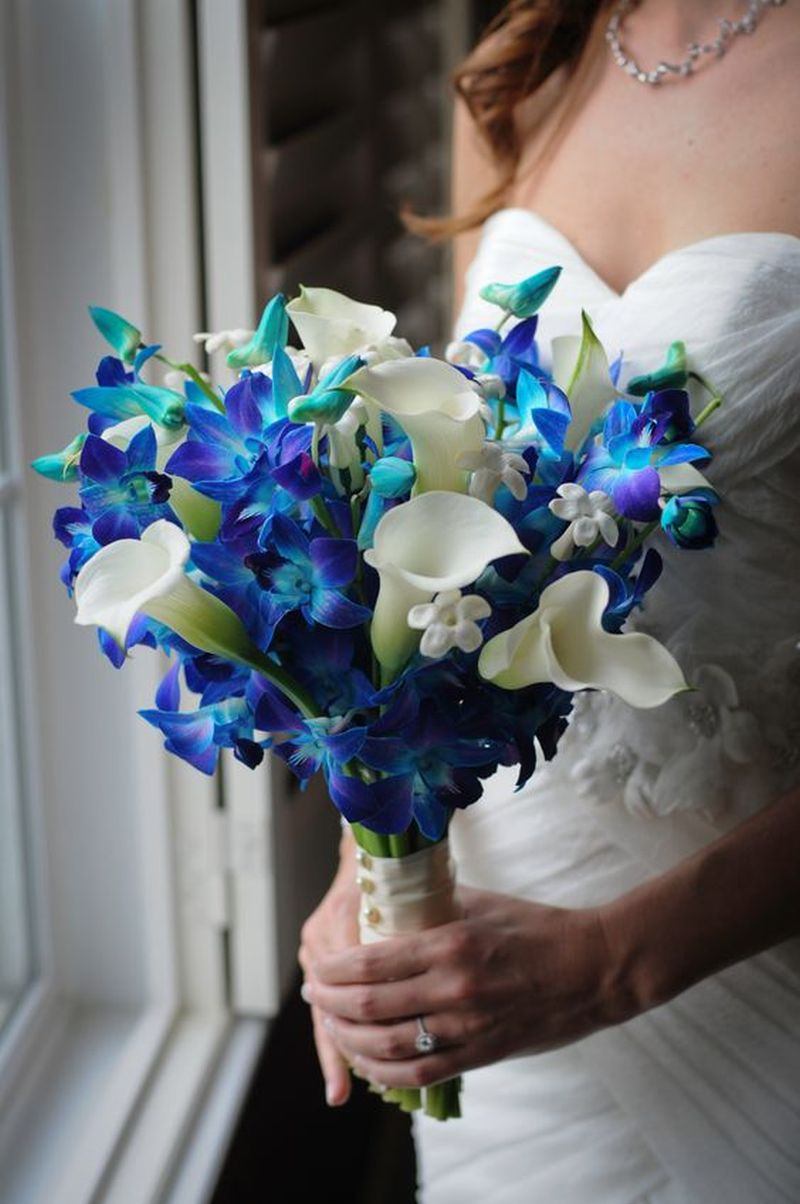 Exemplo de buquê de noiva natural com callas e orquídeas