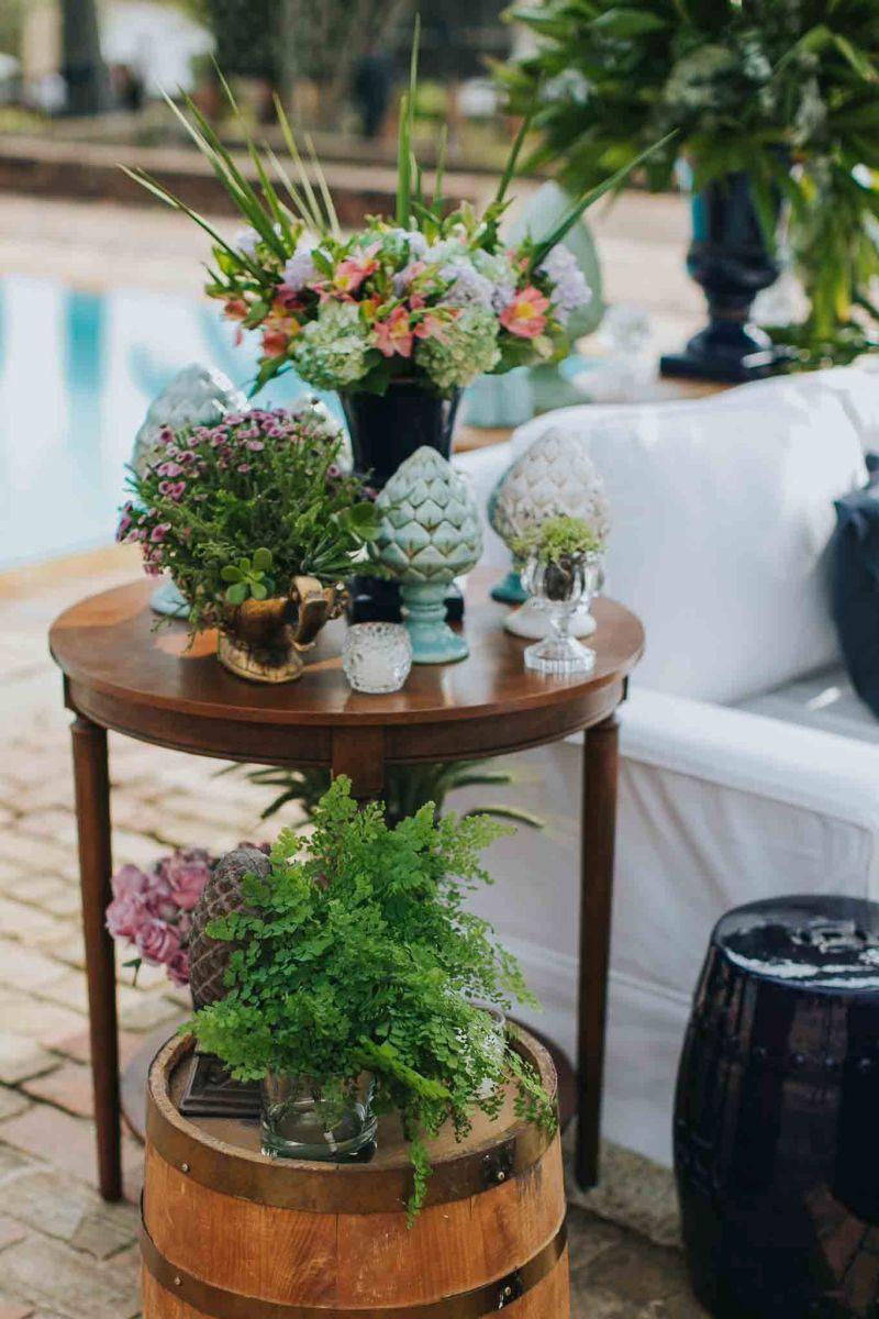 Arranjos e elementos para decoração para casamento ao ar livre