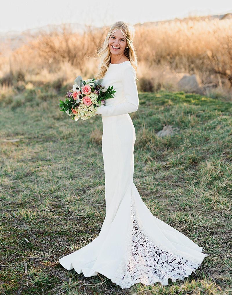 Vestido de noiva simples e elegante de maga comprida