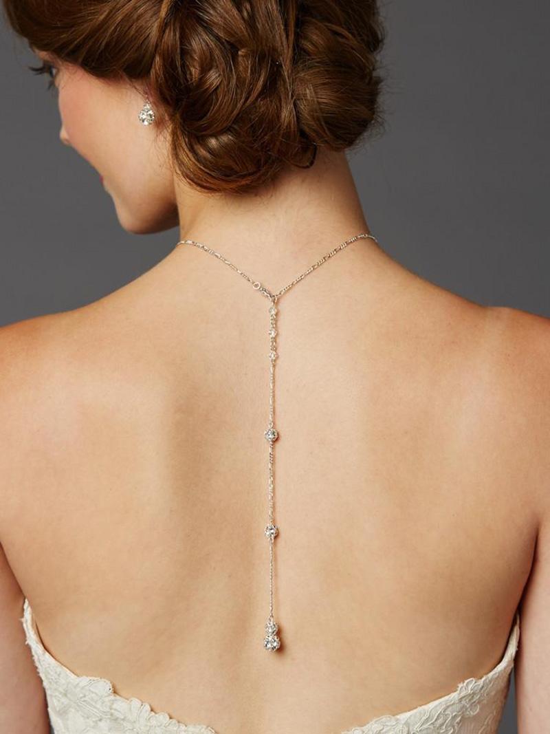 Penteados presos são mais indicados para destacar o colar invertido