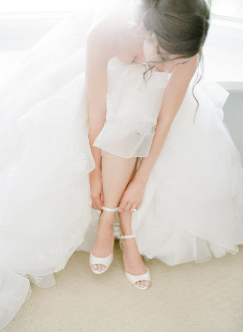 2ed3dbaca sapato de noiva Foto: Style Me Pretty/Jeanni Dunagan